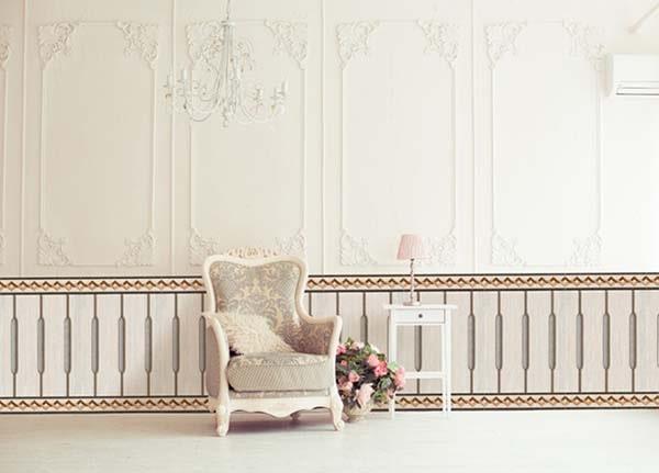 Hình ảnh gạch ốp chân tường đẹp với hoa văn đối xứng giúp phòng khách thêm hài hòa, đẹp mắt